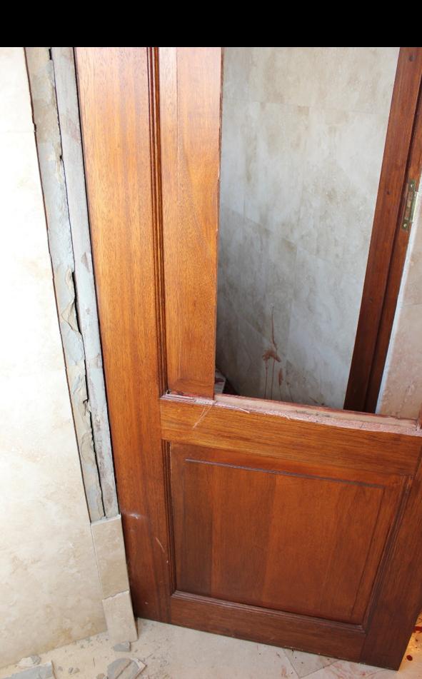 Broken toilet door 4
