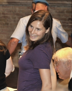 US murder suspect Amanda Knox smiles prior to the start of a hearing in the Meredith Kercher murder trial, in Perugia, Italy, Friday, July 17, 2009. Knox and her former Italian boyfriend, Raffaele Sollecito, are on trial for the murder of Knox's British roommate, student Meredith Kercher, found dead in the house they shared on Nov. 2007. (AP Photo/Stefano Medici)